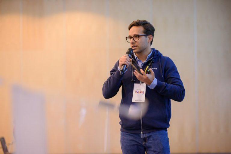 """22 września wzięliśmy udział w największej konferencji benefitowej w Polsce, Meetbenefit: efektywność pod lupą. Konferencja odbyła się w Centrum Konferencyjnym, Centrum Nauki Kopernik, które znajduje się na ulicy Wybrzeże Kościuszkowskie 20 w Warszawie. Podczas spotkania, Tomasz Chaciński, CEO Worksmile, omówił temat """"Filarów nowoczesnej kultury organizacyjnej: wellbeing, benefity i komunikacja""""."""