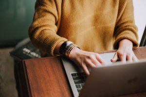 Jakościowa komunikacja w firmie – jak przekłada się na efektywność pracy?